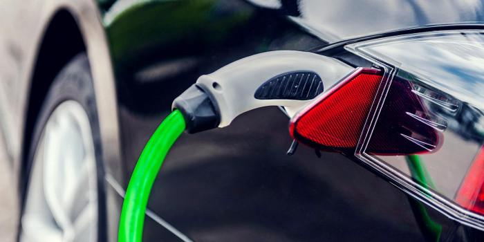 Beitragsbild-Elektro-Fahrzeuge-und-E-Bikes-aufladen